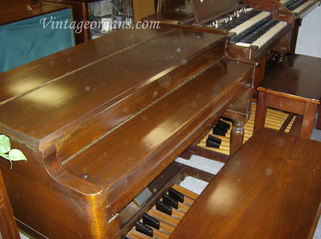 Vintage hammond church organs honking bv hammond with for Classic house organ bass
